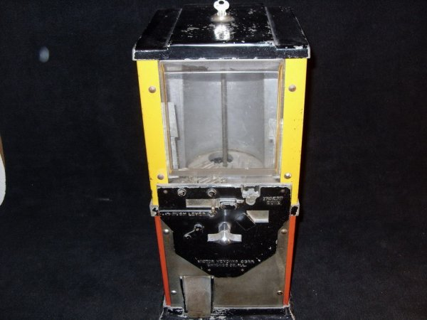 755: VINTAGE 5 CENT GUMBALL VENDING MACHINE