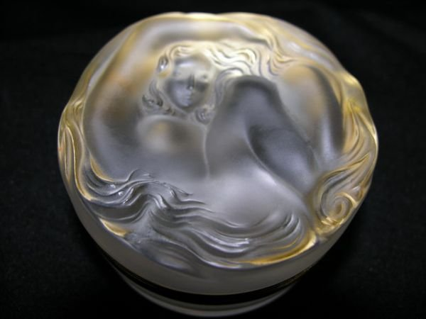 384: LALIQUE HINGED POWDER JAR WITH NUDE ON LID