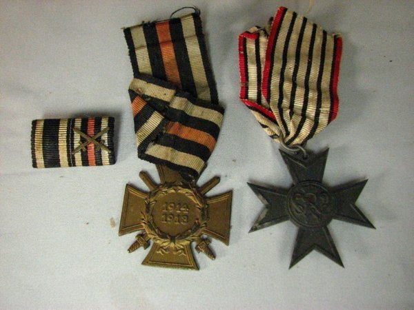 1011: TWO WWII GERMAN MEDALS