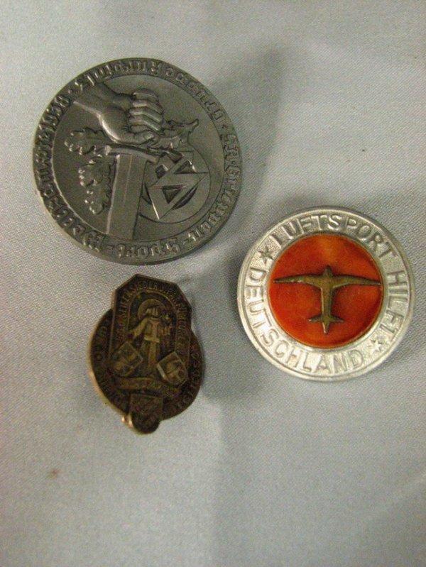 1013: WWII GERMAN PINS TINNIES