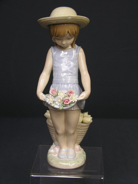 22: LLADRO LITTLE GIRL WITH FLOWERS