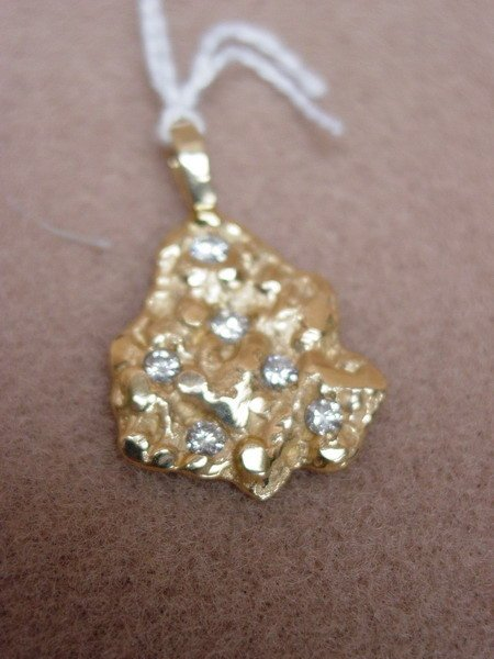 422: 14k GOLD NUGGET WITH SIX DIAMONDS