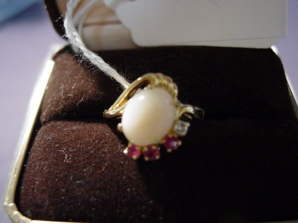 424: 14k RING WITH STONES  Size 6,  3.9g