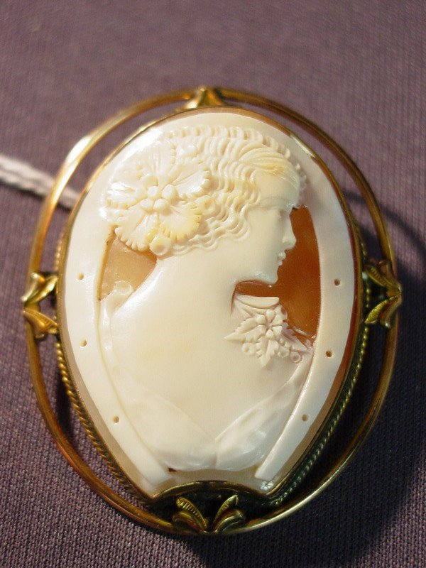 429: UNUSUAL CAMEO PENDANT