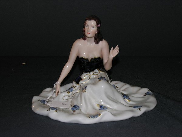 438: ROYAL DUX FIGURINE