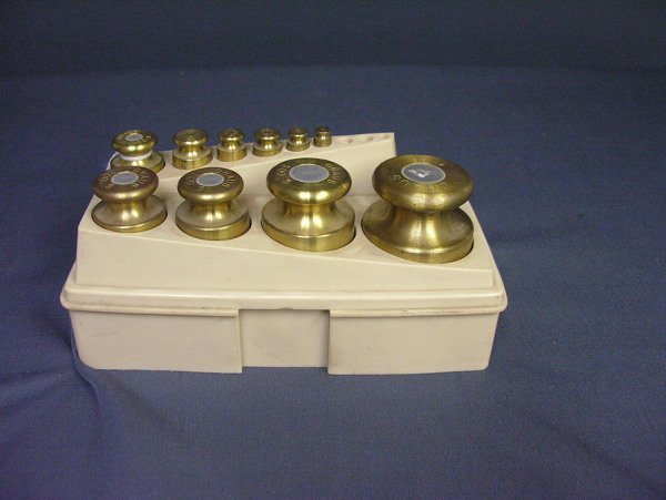 24: TEN OHAUS SCALE WEIGHTS FROM 5g TO 1kg