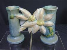 343: ROSEVILLE CLEMATIS DOUBLE BUD VASE 194-5