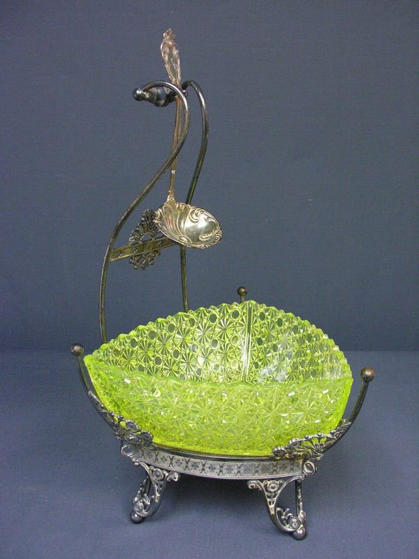 589: VASELINE DAISY AND BUTTON SERVING BOWL WITH STAND