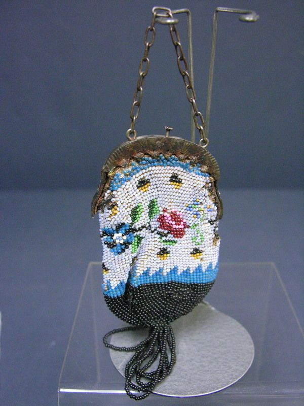BEBE OR FASHION DOLL ANTIQUE BEADED PURSE