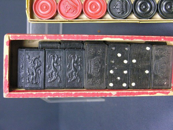 318: SET OF ANTIQUE CHECKERS AND DOMINOES - 2