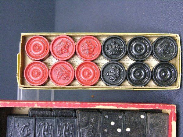 318: SET OF ANTIQUE CHECKERS AND DOMINOES - 3