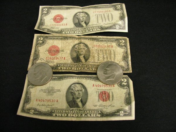 1010: MIXED LOT TWO DOLLAR BILLS AND EISENHOWERS