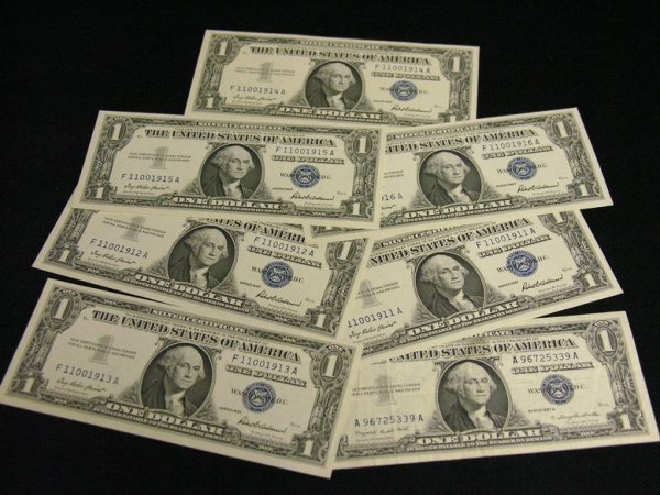 1012: 7 ONE DOLLAR SILVER CERTIFICATES 6 UNC.