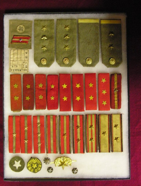 26: 31 JAPANESE ARMY WWII SHOULDER BOARD INSIGNIAS