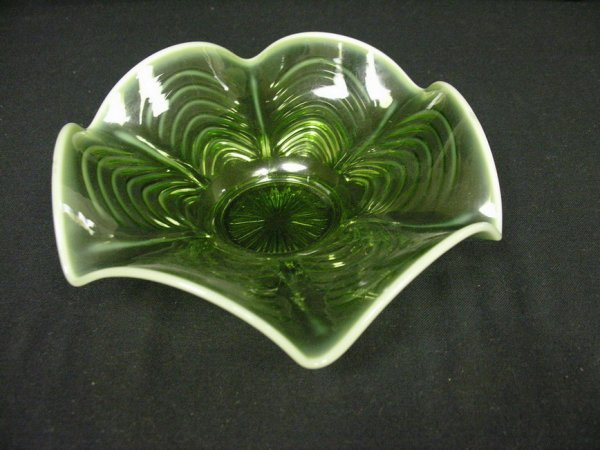 1018: 9IN GREEN OPALESCENT BOWL