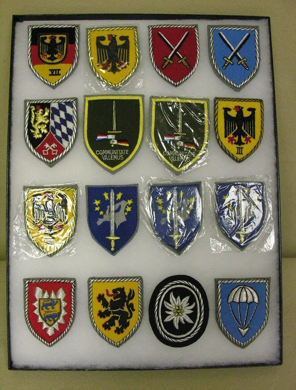 23: 16 MILITARY ARM PATCHES