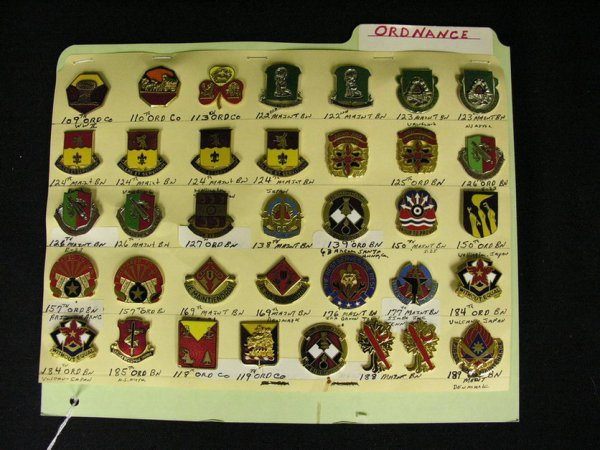 374: U.S MILITARY INSIGNIA CRESTS PINS