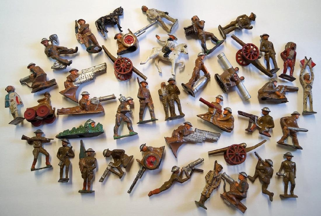LOT OF LEAD TOY SOLDIERS