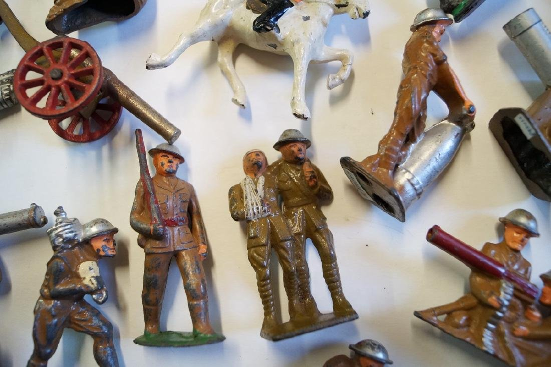 LOT OF LEAD TOY SOLDIERS - 5