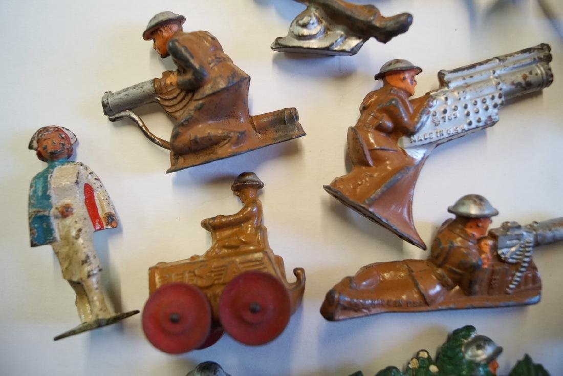 LOT OF LEAD TOY SOLDIERS - 7