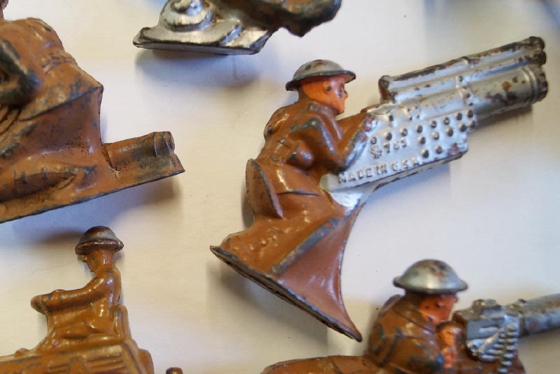 LOT OF LEAD TOY SOLDIERS - 8