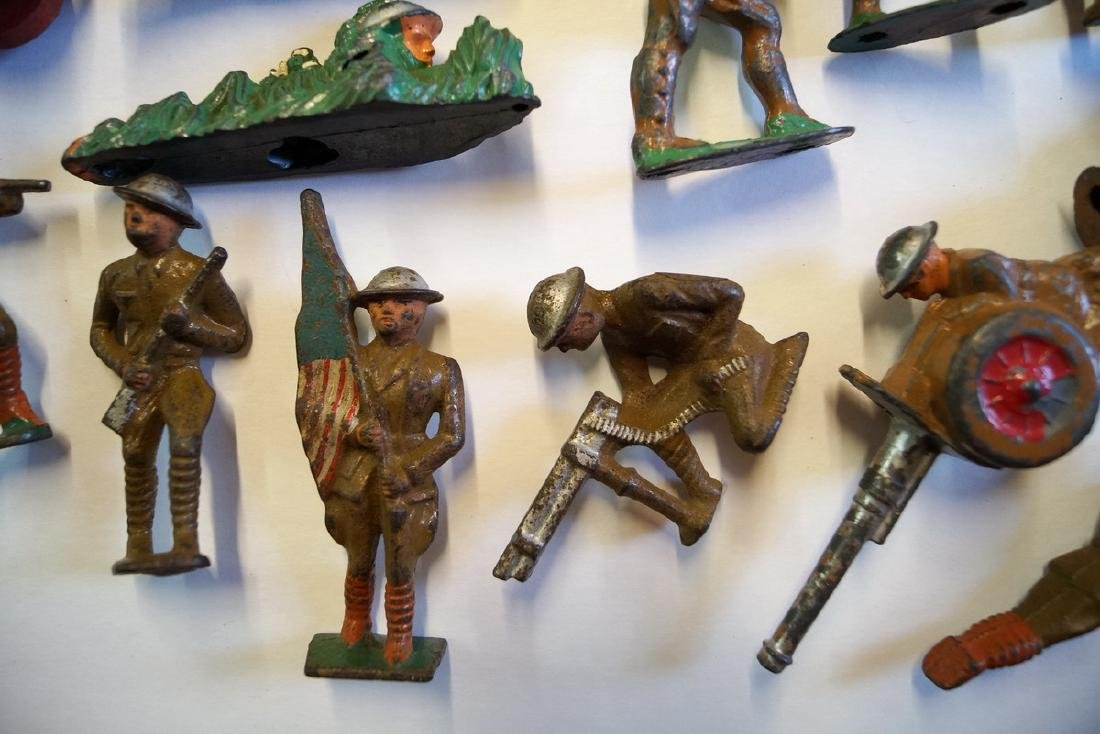 LOT OF LEAD TOY SOLDIERS - 9