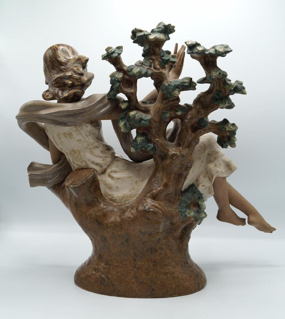 LLADRO WOMAN IN A TREE - 3
