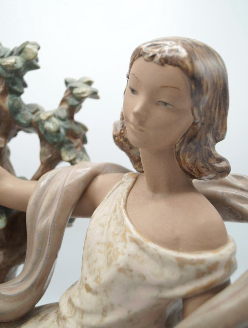 LLADRO WOMAN IN A TREE - 5