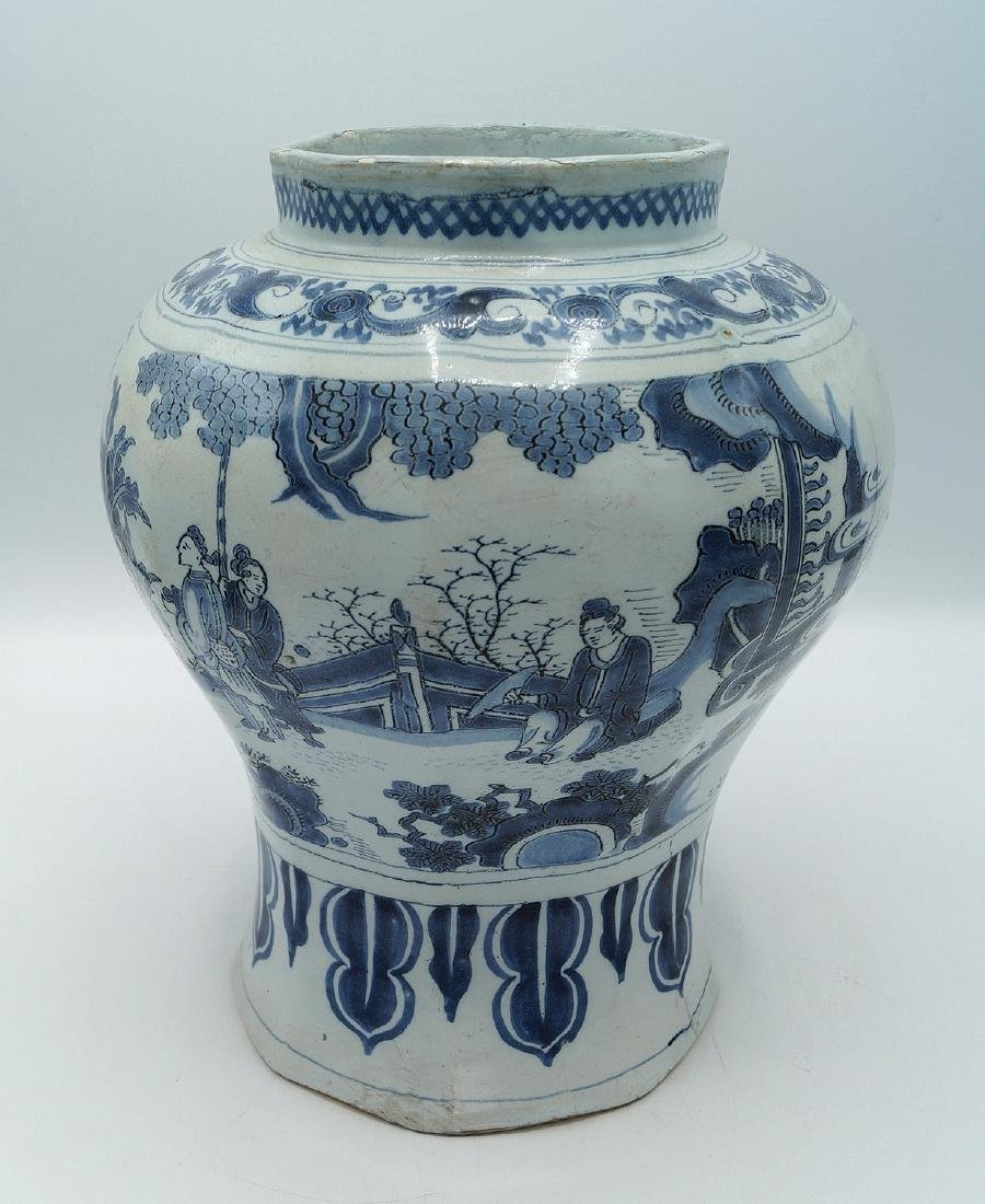 18TH C. DELFT VASE