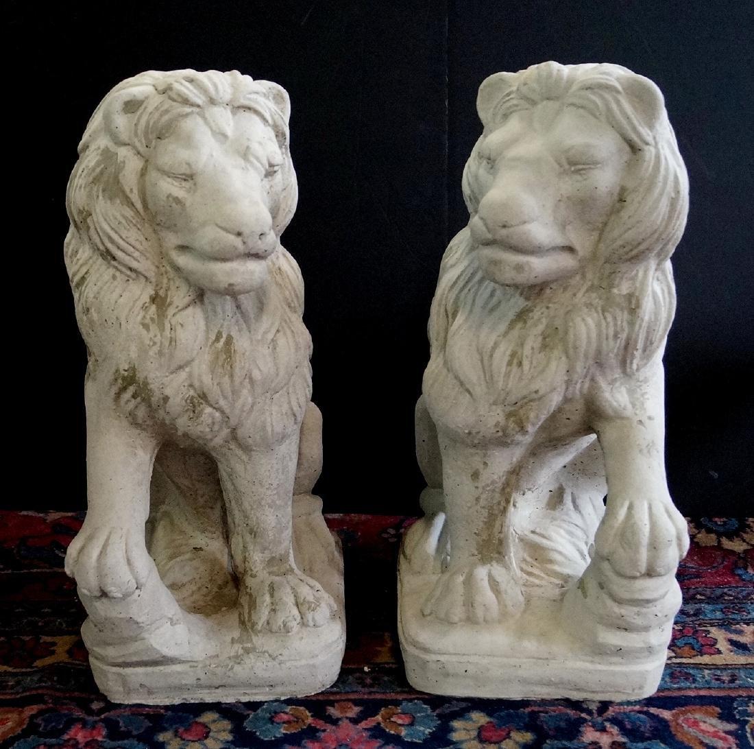 PR. CONCRETE SEATED LIONS
