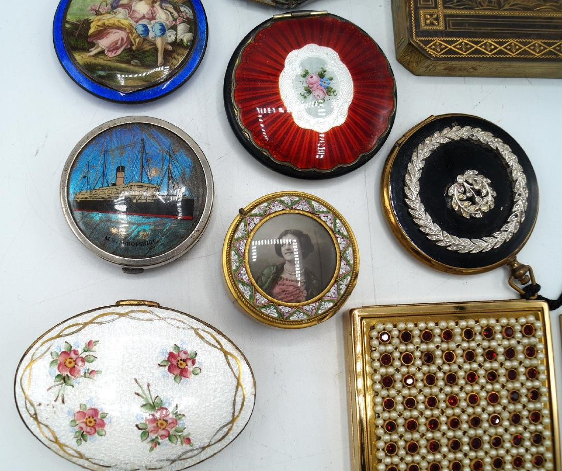 TRAY LOT 13 VINTAGE COMPACTS - 2