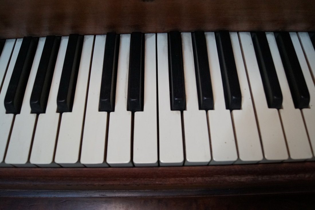 STEINWAY & SONS GRAND PIANO MODEL M - 4