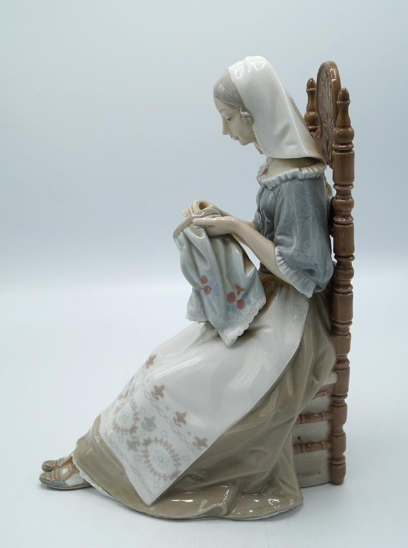 "LLADRO ""WOMAN AT NEEDLEPOINT"" - 4"