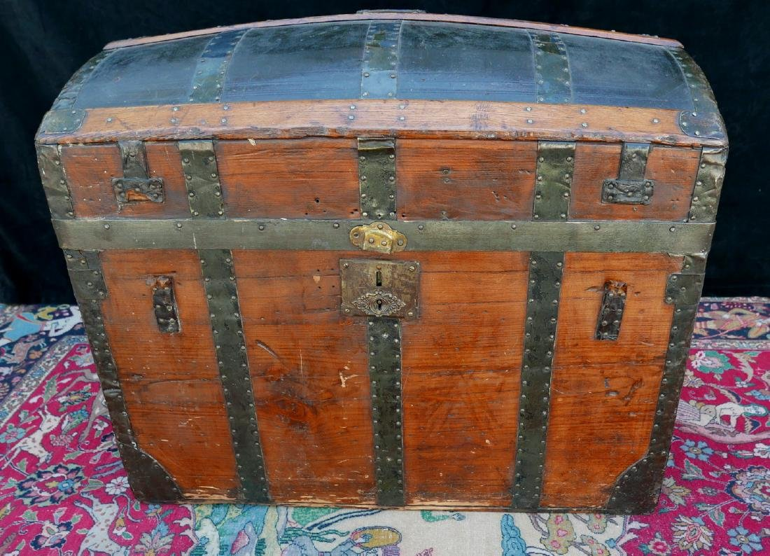 VINTAGE JOHN UNRUH DOME TOP TRUNK