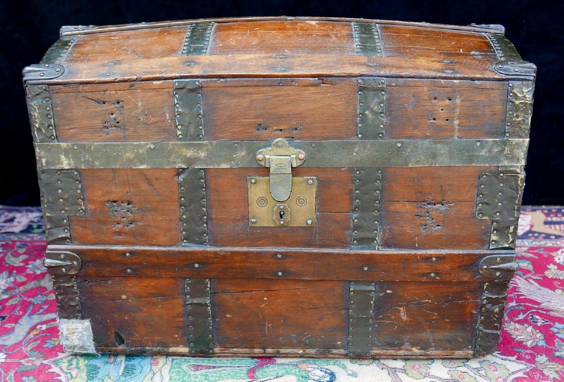 VINTAGE HAWTHORN & TURNER DOME TOP TRUNK