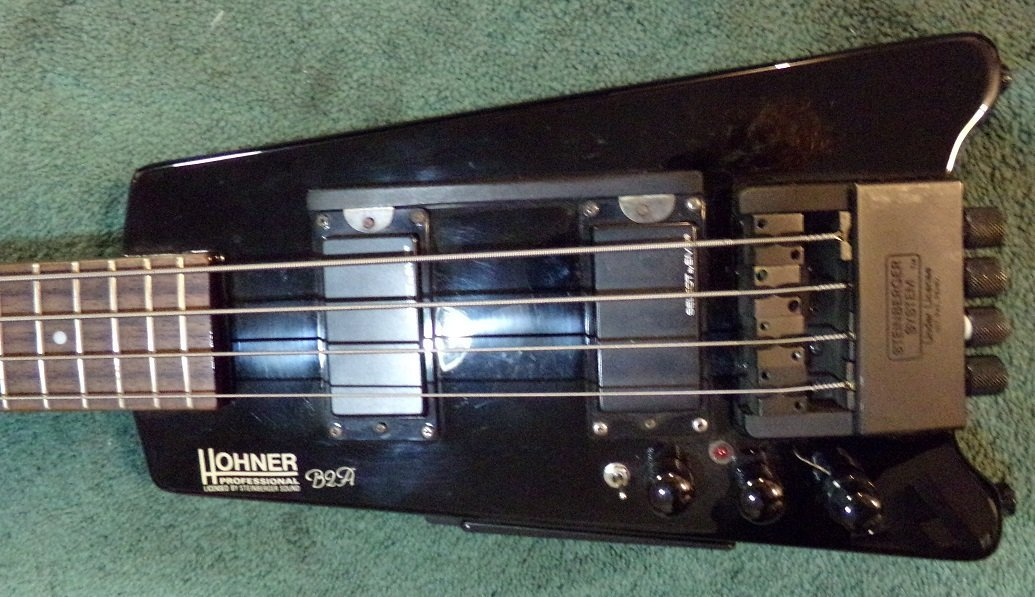 Hohner B2A Electric Bass with Hardshell case