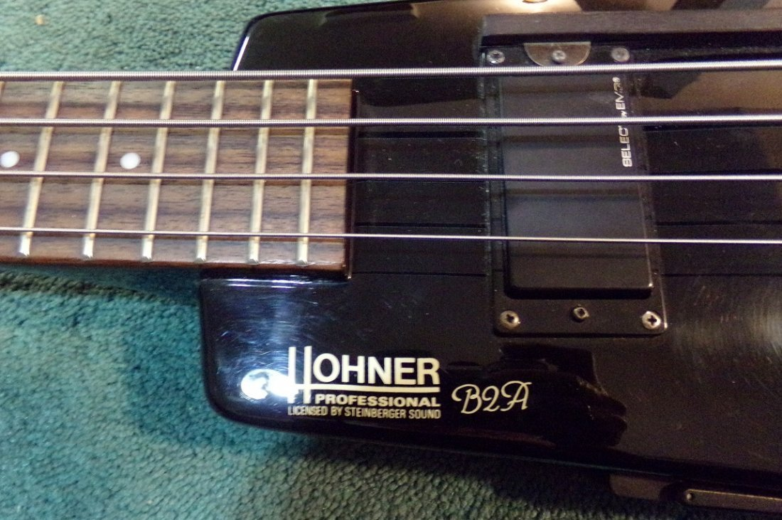 Hohner B2A Electric Bass with Hardshell case - 3