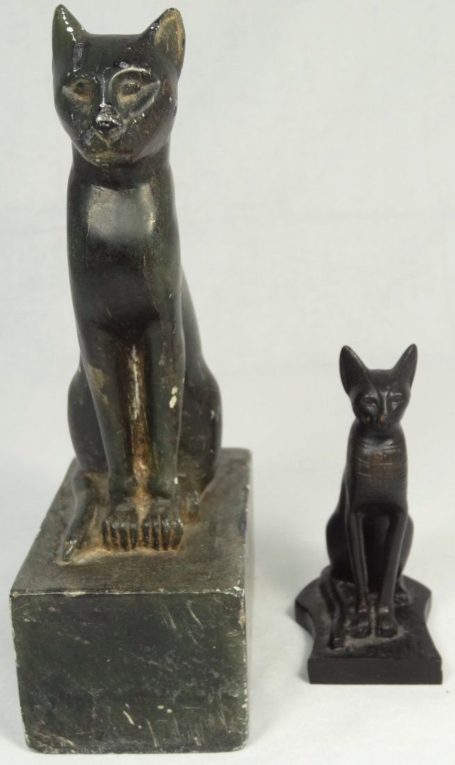 A lot of 2 modern figurines of cats modeled MET