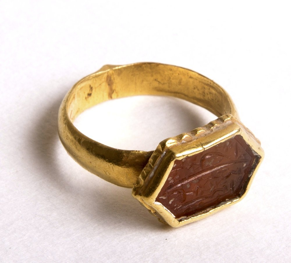 Islamic Gold Ring with Carnelian Intaglio c.18th cent