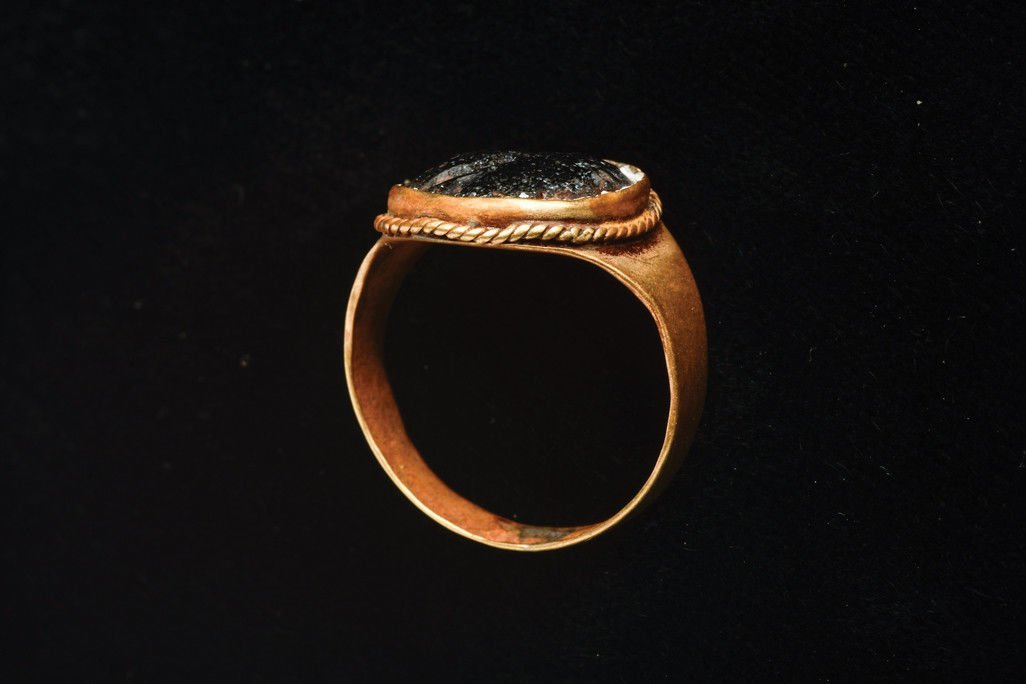 Ancient Roman Intaglio in Gold Ring Ca. 1st-3rd century