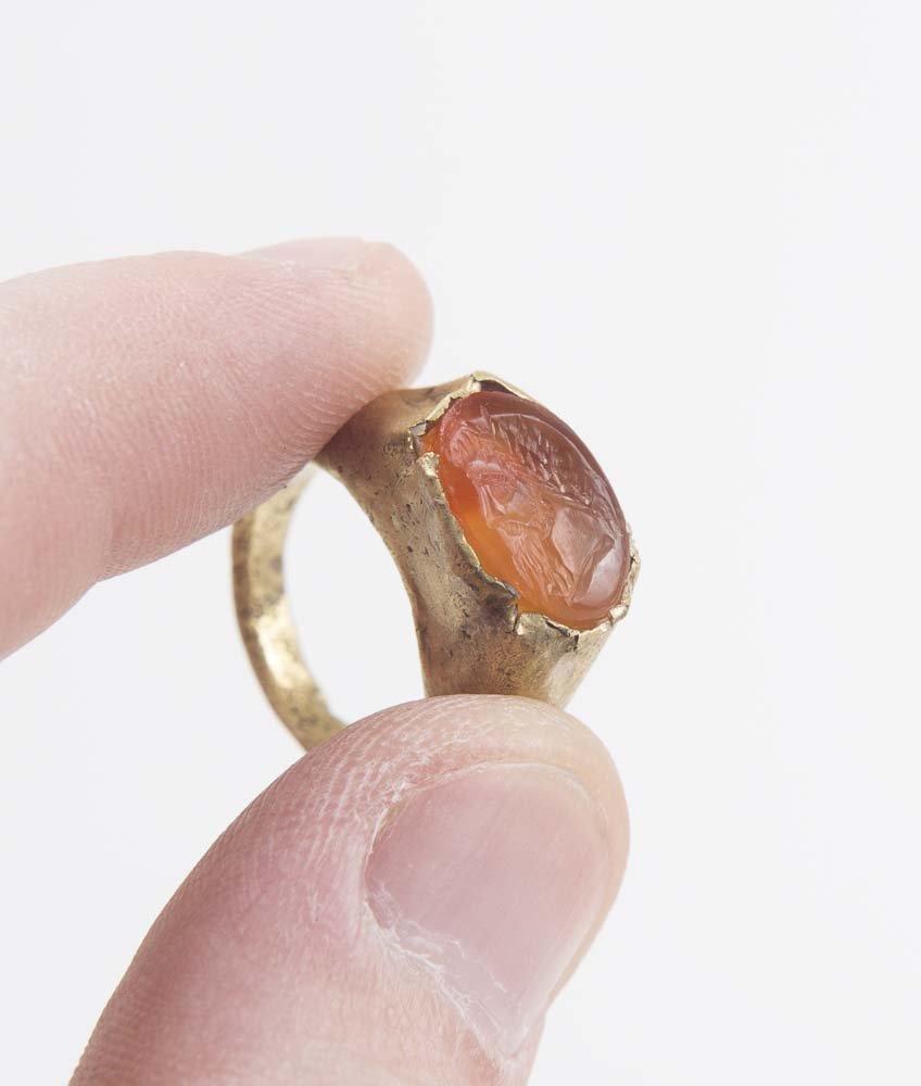 Ancient Roman Gold Ring with Intaglio c.1st century AD