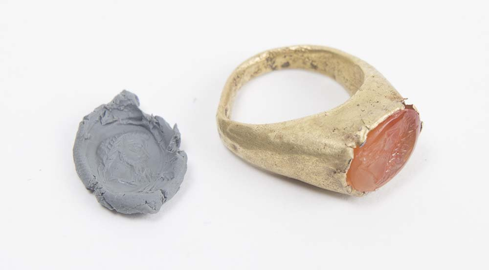Ancient Roman Gold Ring with Intaglio c.1st century AD - 2