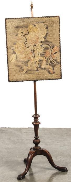 George II mahogany pole screen, 18th c., with lat