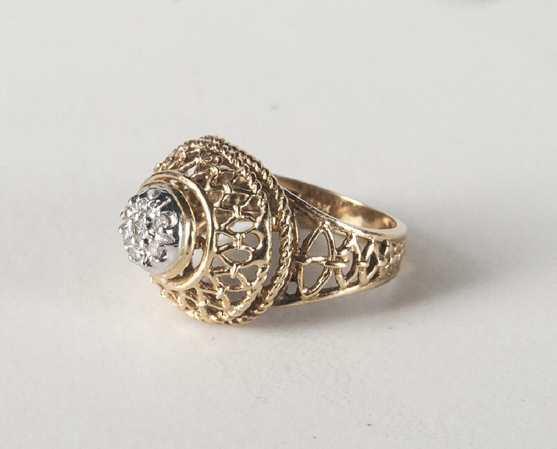 14K yellow gold and diamond ring, with a cluster