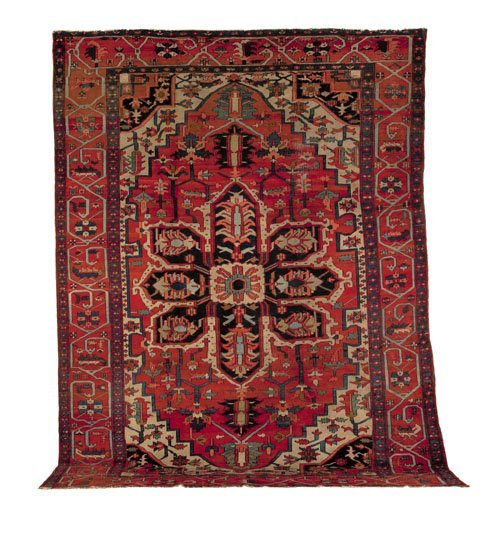 14: Roomsize Heriz rug, ca. 1910, with a central na