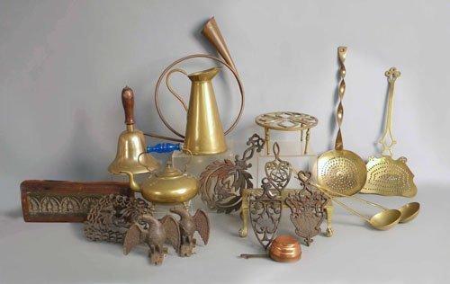 511: Group of metalware to include trivets, horn, uten