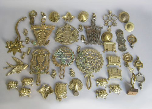 503: Group of brass to include horse brasses, trivets,