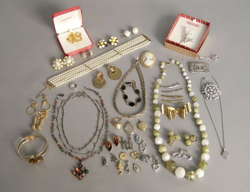 602: Group of vintage and other jewelry, including Nap