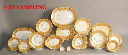 619: Large Paris porcelain dinner service, ca. 1840.