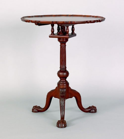 18: Chippendale style carved mahogany piecrust candl
